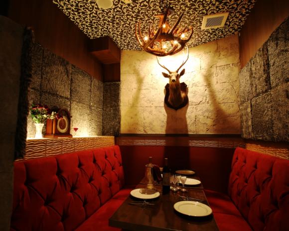 日本最新的夢幻級《美女與野獸》主題餐廳,光是咖啡設計就讓人忍不住了!
