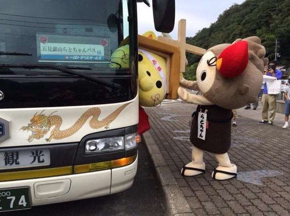 18張證明「日本吉祥物的一天比你還悽慘」的爆笑照片,#5皮卡丘一點都輕盈!