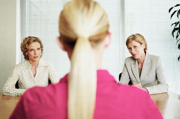 實驗指出「左邊的女生」較容易獲得工作機會,原因就在於現代人已扭曲的價值觀!