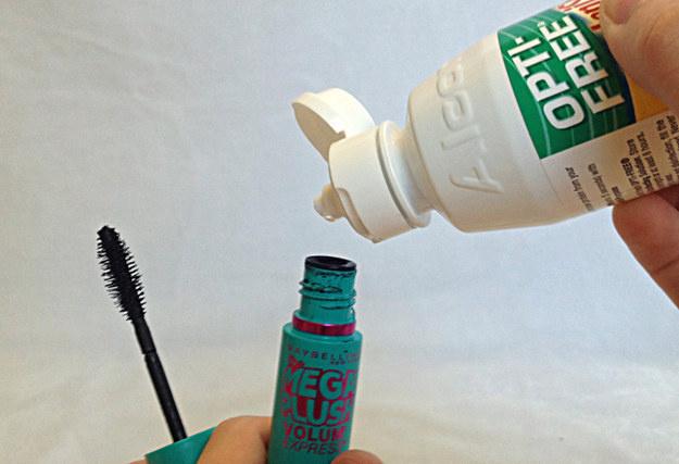 讓唇膏更持久的方法!20個女生都恨不得早點學會的「超實用DIY生活妙招」