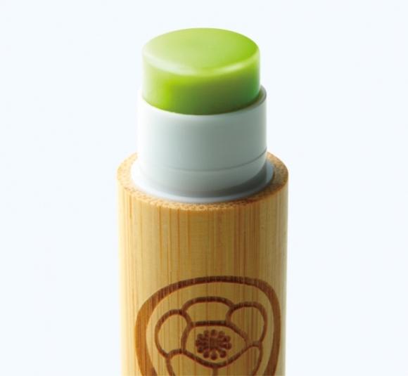 日本老店推出最新「抹茶護唇膏」讓抹茶控都瘋狂了!雖然要500塊但超猛材料會讓愛吃綠茶的人超心動!