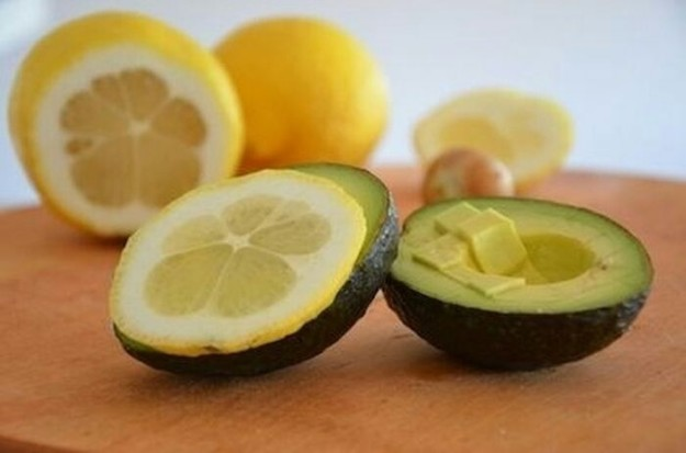 28個「讓婆婆對你刮目相看」的超省時廚房妙招 原來用「杯子」削芒果最輕鬆!