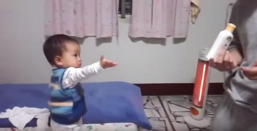 2歲小男寶抓到爸爸偷用他的乳液立刻狂嗆暴走,媽媽偷拍下影片萌翻網友!