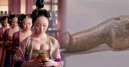 古代的宮女身邊都環繞著太監「如何愛愛?」。盤典各種稀奇古怪的「沒G解決性飢渴秘訣」!