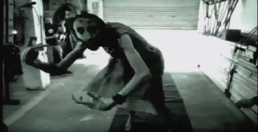 恐怖電影《母侵》動作測試影片流出,超詭異動作比所有恐怖電影還恐怖N倍!