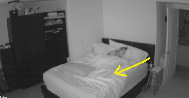 女子失眠一整年忍不住安裝監視器,門用力甩開下一刻超恐怖畫面讓網友嚇到說:「快搬走!」