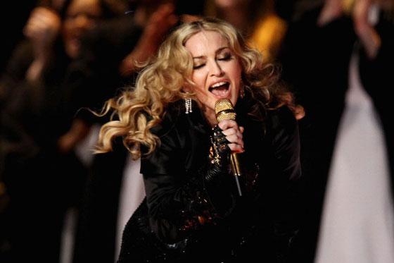 瑪丹娜公開喊話「票投希拉蕊就幫你口愛愛」,強調「技術超好」還會全部吞下!