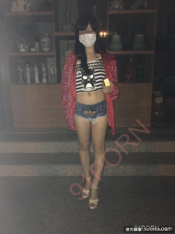 網友拍到辣妹穿「後空愛心褲」逛超商,轉身衣服撩起大家的鼻血噴到暈眩...
