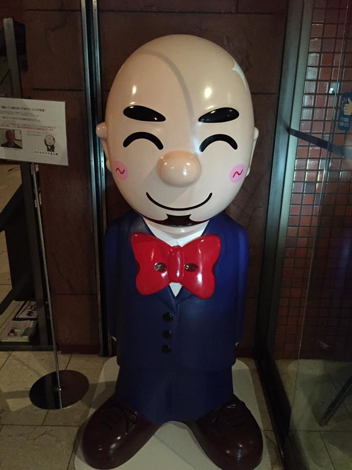 這間飯店認定你是「禿頭就有500元善心折扣」,看到老闆才知道為什麼這麼有同情心...