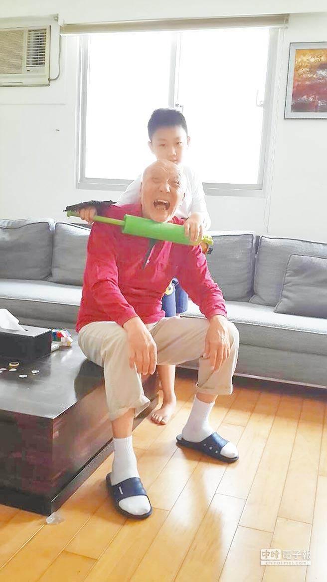 「麻辣鮮師的老趙」乾德門自爆女兒不是親生的還開計程車養家,現在爆瘦20公斤的模樣更是令人心疼...