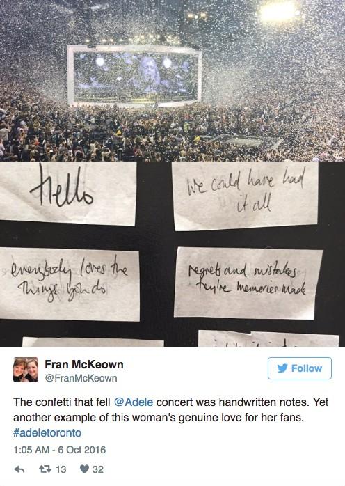 愛黛兒男友「為了慶祝兩人5週年紀念日」在演唱會中撒下大量粉色紙條,仔細一看粉絲眼睛都快被閃瞎啦!