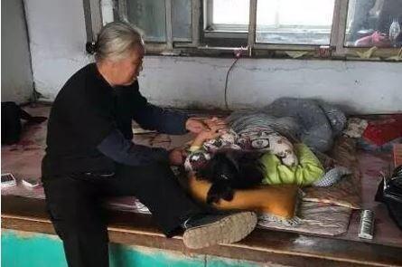 女子的屍體準備火化時家屬發現她「褲子被脫到膝蓋」,調閱監視器發現「女兒遭受嚴重侮辱」!