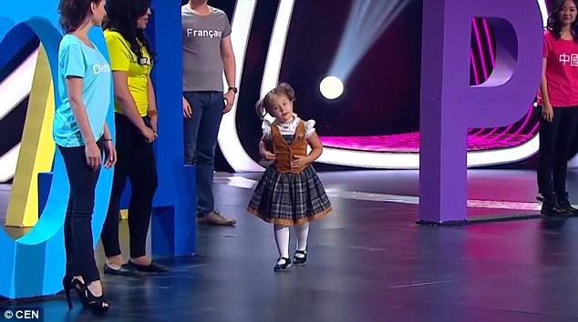 俄國4歲小女孩在節目上跟7個國家的人挑戰對話,「超流利7種不同語言」中文也超標準!轟動世界!(影片)