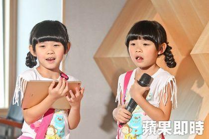 可愛雙胞胎「左左右右」被問到「3年來賺了多少錢?」時,答案萌到讓人不知該不該心疼!