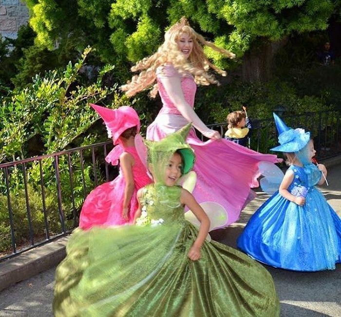 女兒不知要穿什麼去迪士尼樂園 爸爸親手做「6件超夢幻公主禮服」讓所有人眼睛發亮!