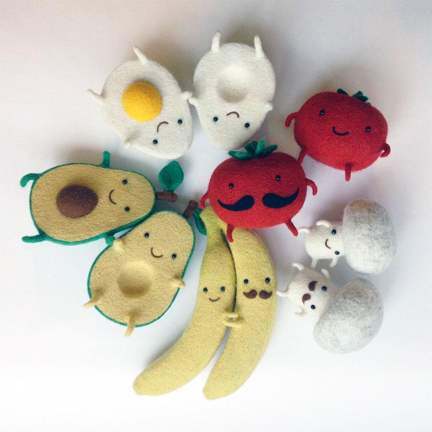 烏克蘭女生做了7種史上最可愛「成雙成對」玩偶,小酪梨寶寶牽手時的模樣萌死人了!