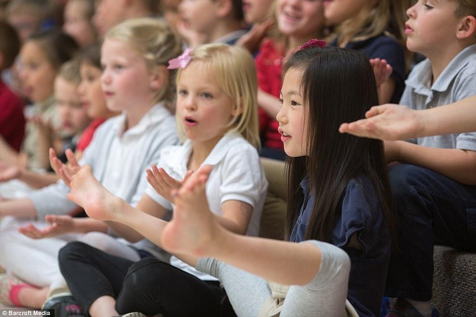 美國夫婦領養「天生沒有雙手的中國女孩」受盡嘲諷,但現在不只變得漂亮「還讓所有人刮目相看」!