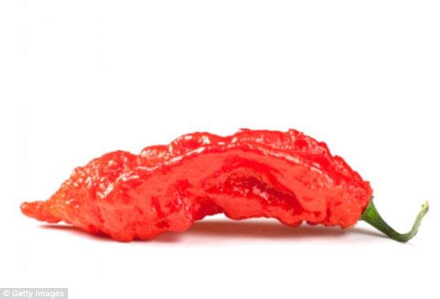 美國男生挑戰「全世界最辣辣椒」斷魂椒醬漢堡,「辣度超過10萬」食道破了2.5公分大洞!