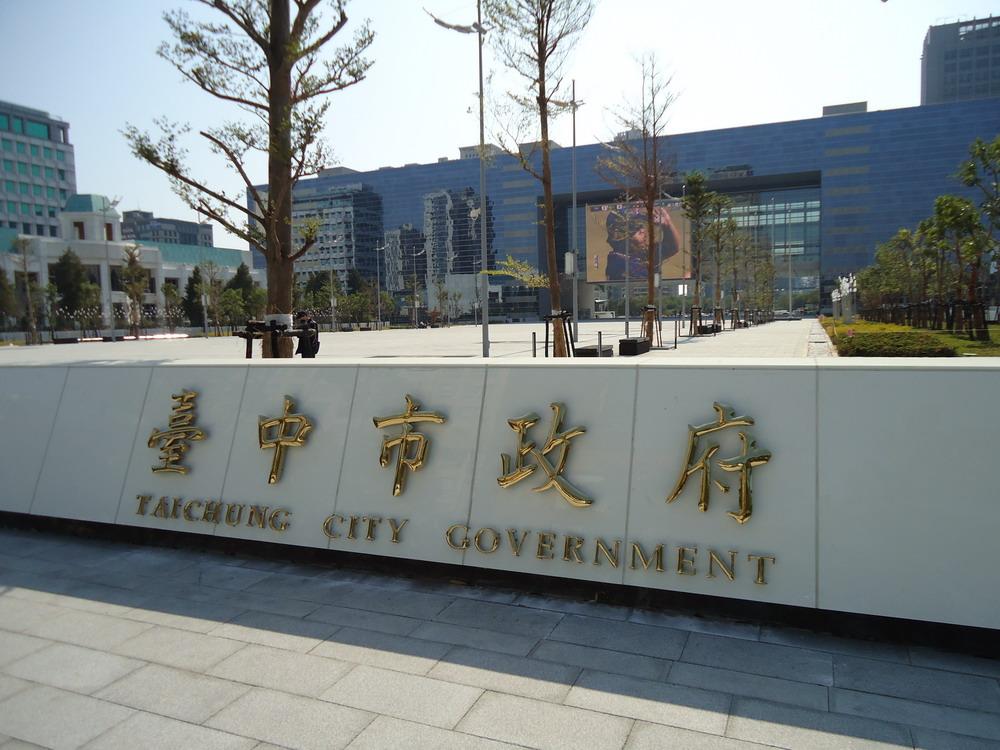台灣人過分爆炸熱心,外國乘客公車上喊「City Hall! City Hall!」結果超慘。