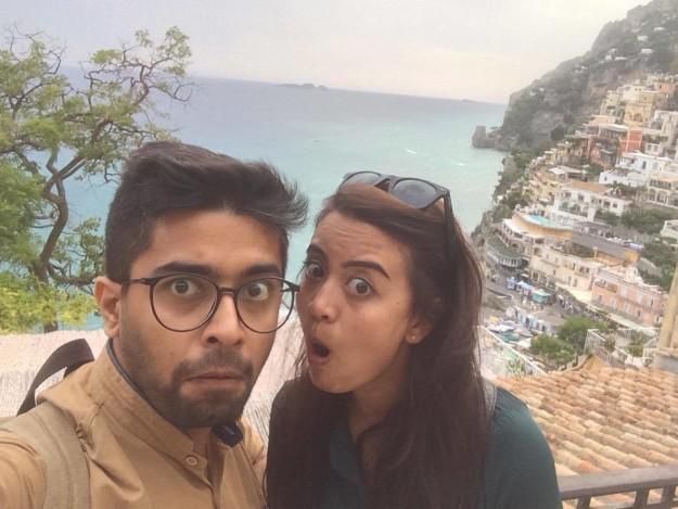印度新婚夫妻拍攝「另類惡搞版『不得不』牽手夫婦」,網友仔細一看噴笑說:「老公太壞了」!