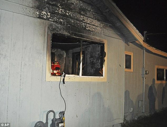 民宅火災3歲男童不幸死亡,屍體旁躺著「死守主人不願逃命的狗狗」讓消防人員忍不住落淚…