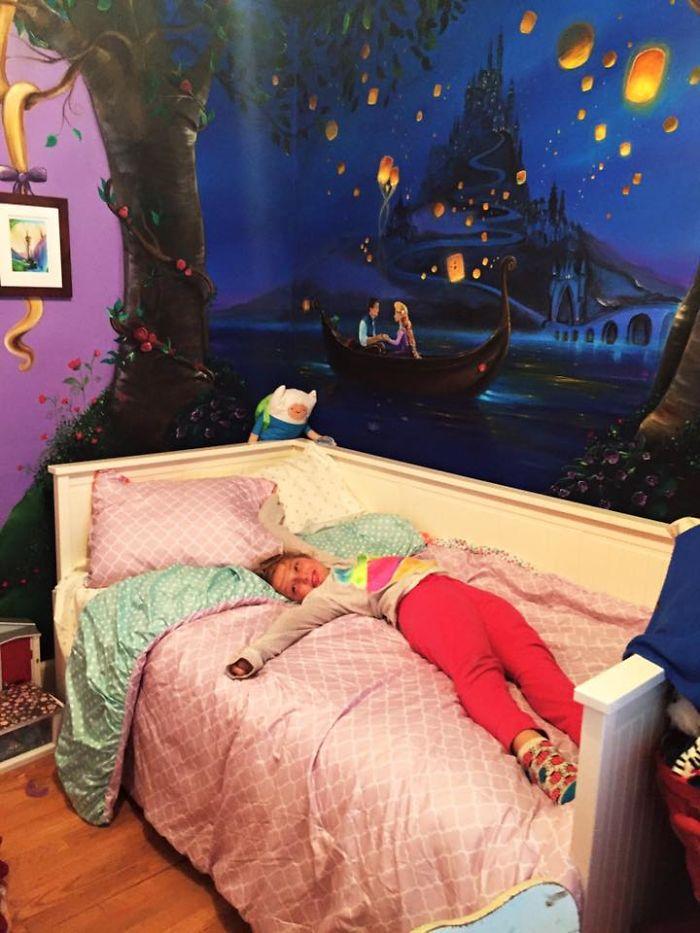媽媽為女兒打造「史上最強《魔髮奇緣》壁畫」,變色龍旁邊細節完美到網友爆忌妒問:「缺乾女兒嗎?」(10張)