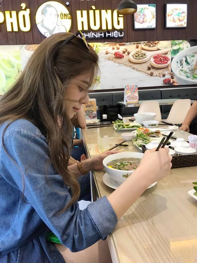 《大學生了沒》美女在餐廳拿出衛生棉就被經理嗆「沒水準」,被氣哭隔天PO文讓網友大力支持。