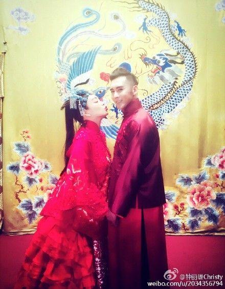 鍾麗緹與張倫碩即將結婚,「46歲拍甜蜜恩愛照」跟20歲一樣美!