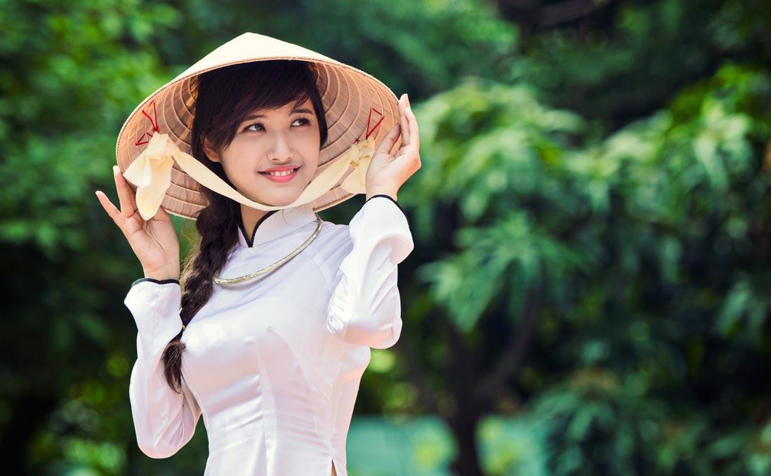 這就是為什麼臺灣男生「特別喜歡娶越南新娘」的真正原因,越式旗袍的心機設計讓男生都超心動的啊!