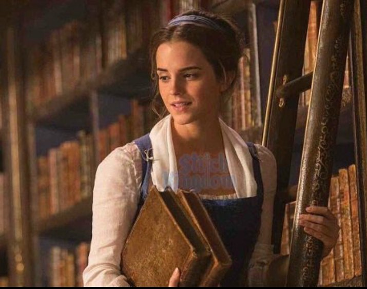 真人版《美女與野獸》的劇照流出,真正看到艾瑪在圖書館裡的畫面真的美到不行!