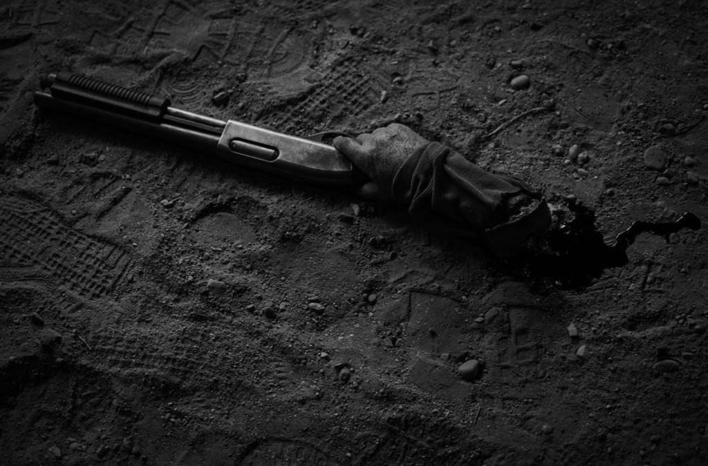《金鋼狼3:羅根》海報出爐,當大家認定小手是小朋友的手時,死侍跳出來自首...