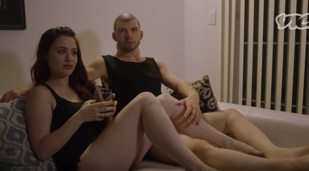 女記者親身體驗「跟男愛愛娃娃上床」跳到第16分鐘「男生已經OUT了」!鮑鮑腳太奇怪了...