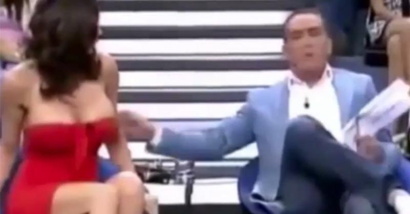 主持人在直播節目上把女子「衣服扯掉」胸部炸出,讓她氣到衝出攝影棚...