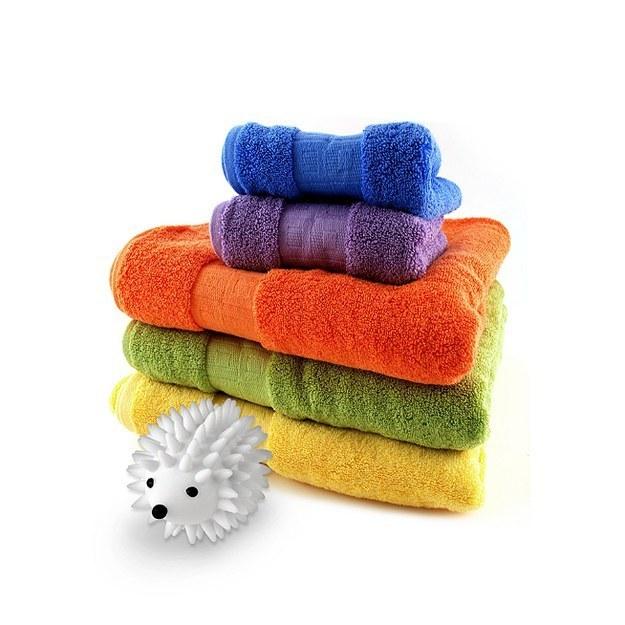 23個會讓你衣服跪下感謝你的「終極洗衣小技巧」,烘乾衣服時把乾毛巾丟進去!