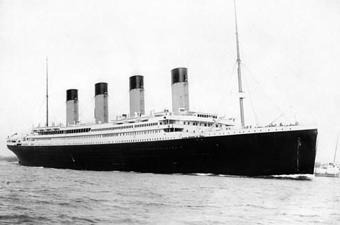 17個最瘋狂難以置信的「陰謀論」!鐵達尼號其實根本沒有沉,沉的是另一艘!