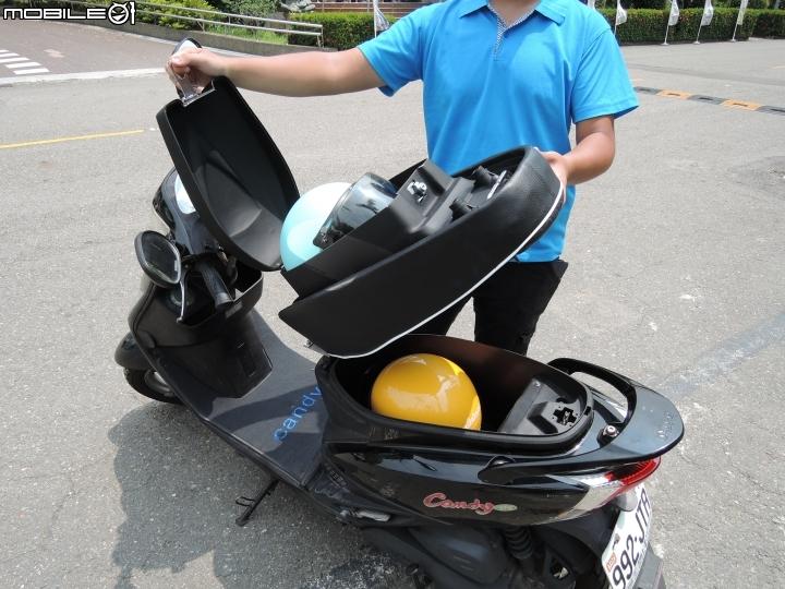 台灣之光設計「超狂機車椅墊一秒翻轉變置物箱」奪金牌,以後豔陽暴雨都不怕!打開後裡面更厲害!