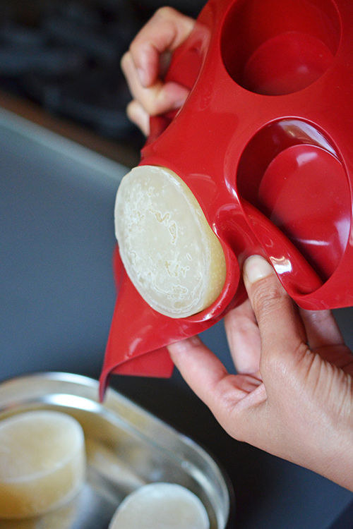 22個再也不用擔心食物不新鮮的「超聰明省錢保存方法」,#6用絲襪保存洋蔥方法超新奇!