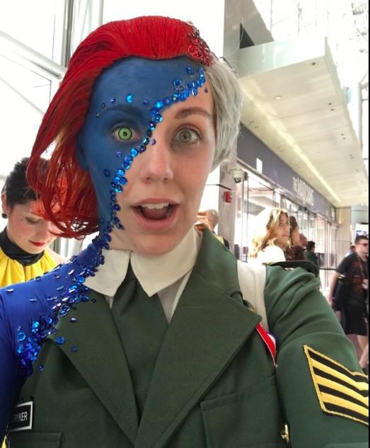 超猛女子裝扮成「變身中的魔形女」,全身超猛打扮讓她用最強創意Cosplay紅遍全國!