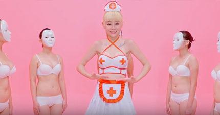 何念兹新單曲《咪咪》,穿性感護士裝「大跳晃奶舞」,聽歌詞才知道多有意義!