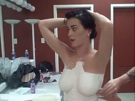 15張會讓你立刻把門鎖起來的「網上凱蒂佩芮最性感照」,#1直接上空了!