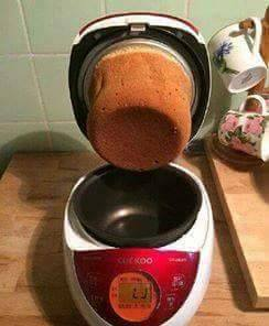 用不沾鍋煮東西變成「軟木塞」,網友笑:「沒有加購不沾蓋的下場!」