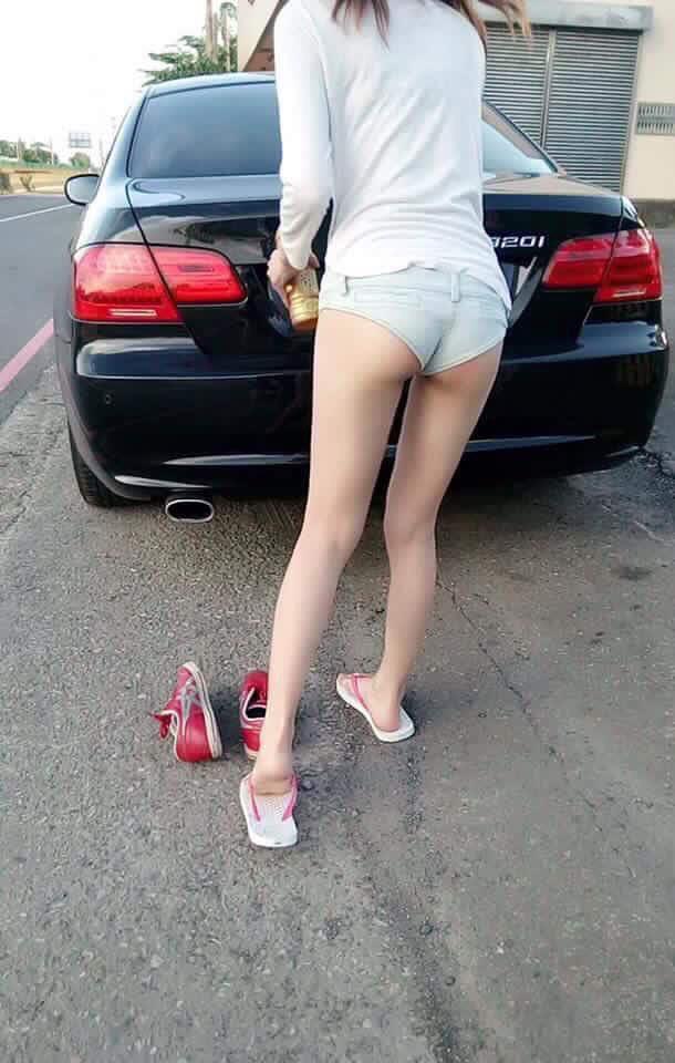 她的美臀「擋住」車讓網友們猜不出車型,怒搜本尊發現是超正妹!