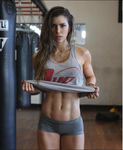 23歲「臉蛋+身材超越科學極限」的超正健身女模,小露南半球已經讓所有人鼻血爆噴了!