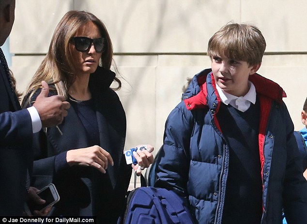 川普驚傳淪為「單身獨居老人」,太太和10歲小兒子「不住白宮」惹民怨!
