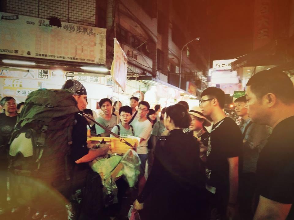 德國天菜米其林廚師厭倦「高級料理」追隨台女友到台灣,他的「秋屌」料理一出現大家就瘋狂了!