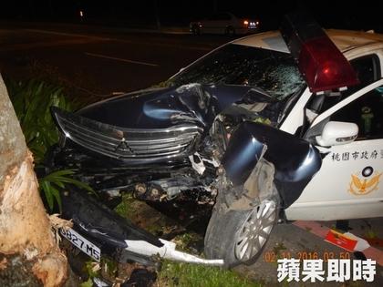 女警追逐酒駕撞車昏迷,男友套上戒指求婚「只求她趕快醒來永遠在一起」...