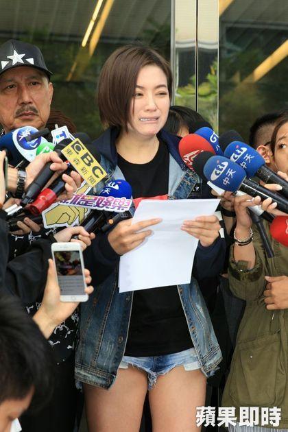李姸憬記者會發言:「被打昏還要被上銬?」絕不和解,還問:「為什麼我做善事的時候你們不幫忙?」
