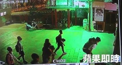 29名高中生「疑卡到陰」奔進廟裡收驚3小時才化解完畢,醫生回應原因是...(影片)