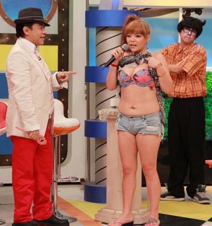 S號小甜甜遭嗆騙人「其實還是很胖」,直播熱舞「掀肚露小蠻腰」讓網友驗明正身!