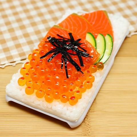 5種會讓你手機在嘴巴裡炸掉的「超逼真美食手機殼」!「鮭魚卵壽司」會讓人24小時超餓!